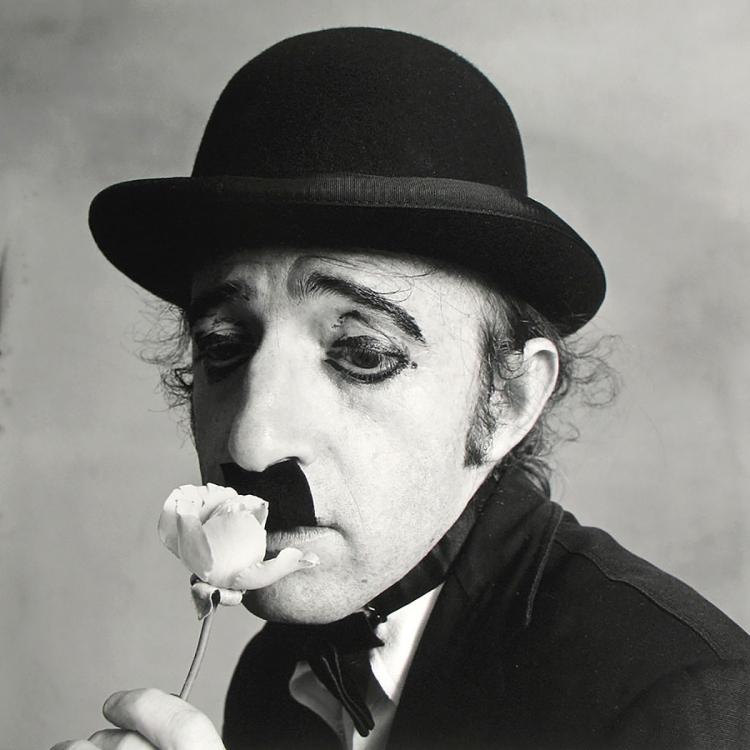 Woody-Allen-maquille-en-Charlie-Chaplin-by-Irving-Penn