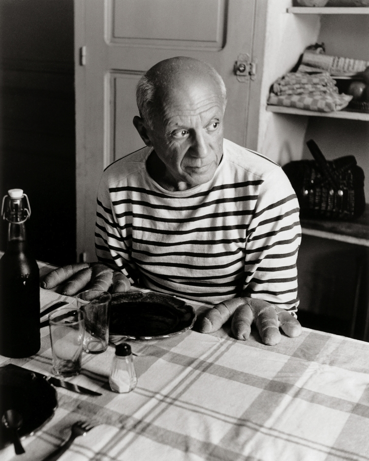 Robert Doisneau- Les pains de Picasso- Vallauris- 1952 -c- Robert Doisneau