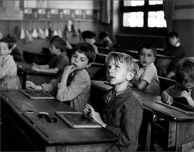 robert-doisneau-photo-enfant-l-information-scolaire-1956