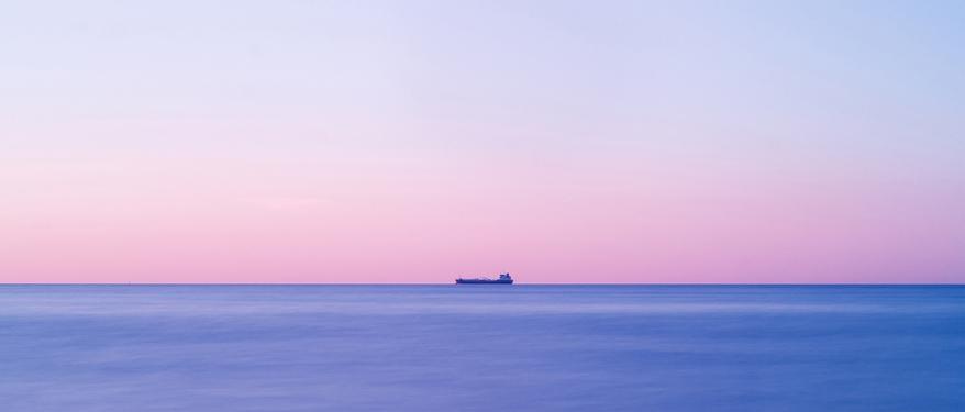 Container Schiff auf dem Meer