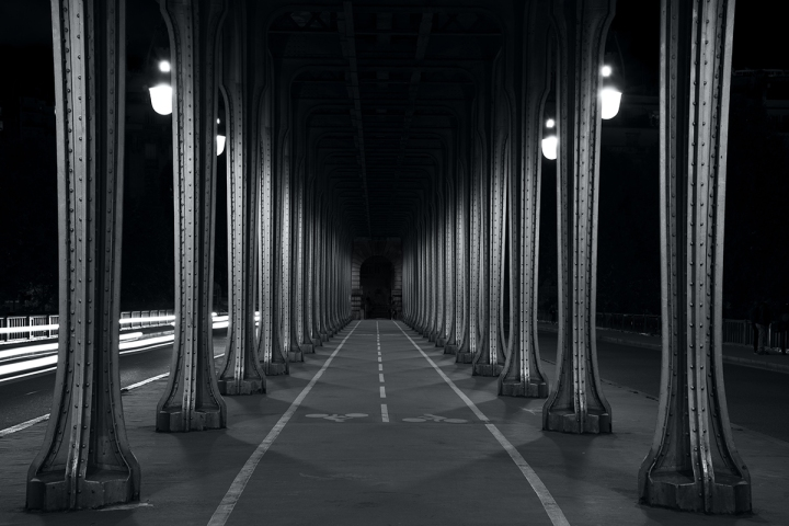 Bir-Hakeim bridge in paris