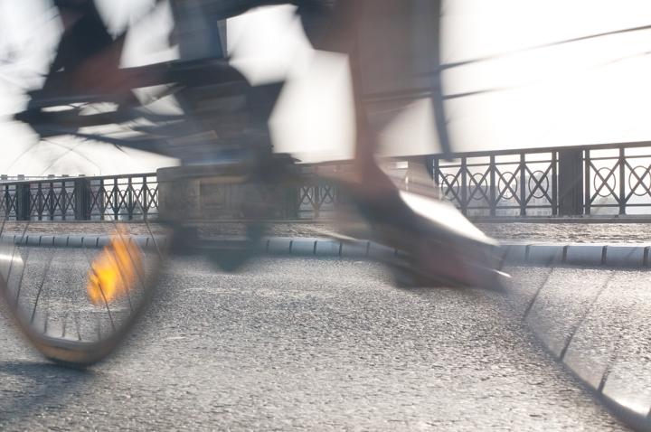 Vélo cycliste pont de pierre bordeaux